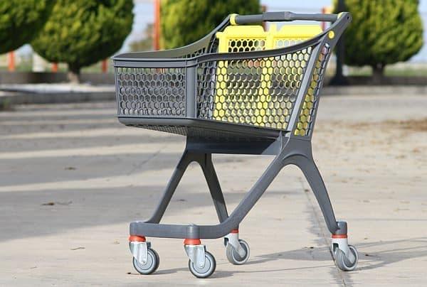 米国のスーパーの買い物カート  免許を持たない人は、買ったものをこれに入れ、家まで押して帰ります  カートは、スーパーが無料回収してくれます