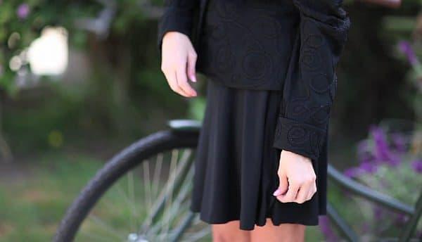 仕事中は普通のスカートとして着用できます