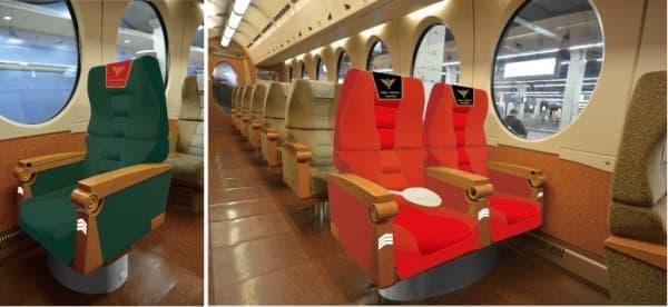 (左)ミネバ・ラオ・ザビ専用席  (右)アンジェロ・ザウパー専用席とフル・フロンタル専用席  (c)創通・サンライズ