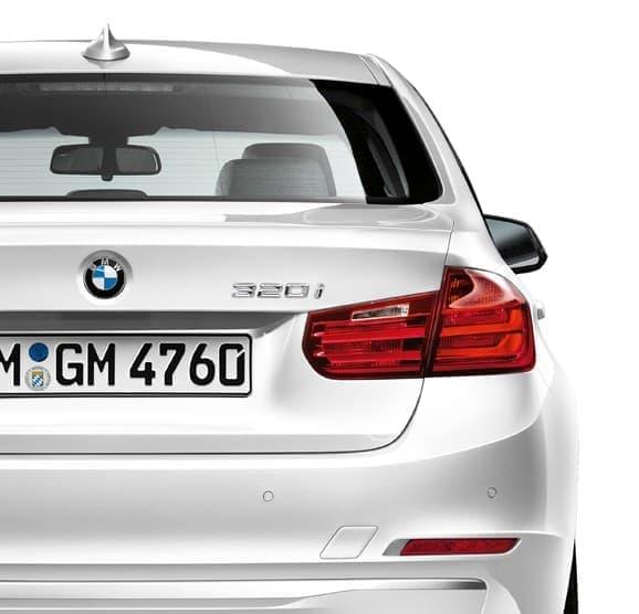 ベース車両は「BMW 320i」