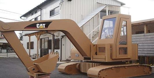 こちらは、「ダンボールショベルカー」  CAT ブランドのロゴ入り