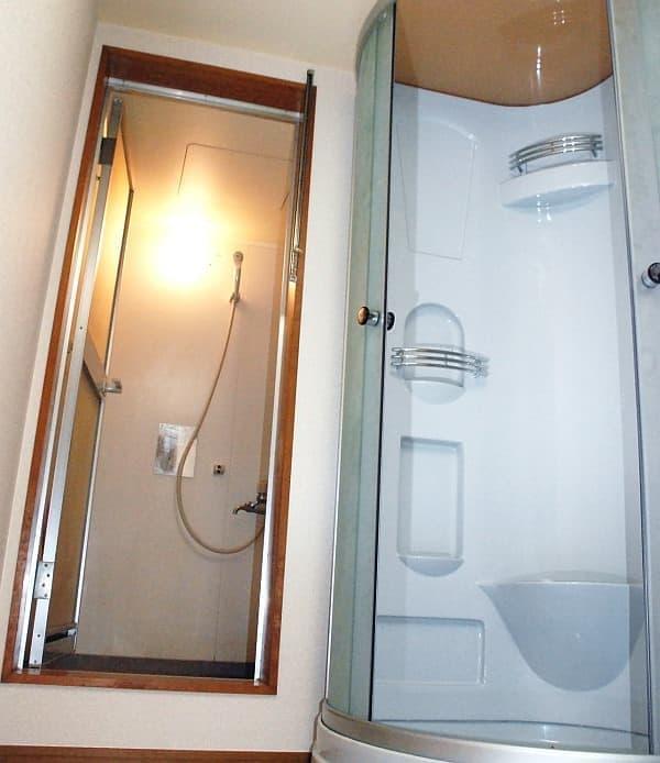 「PEDALRest(ペダレスト)西新宿」のシャワー(2台設置)