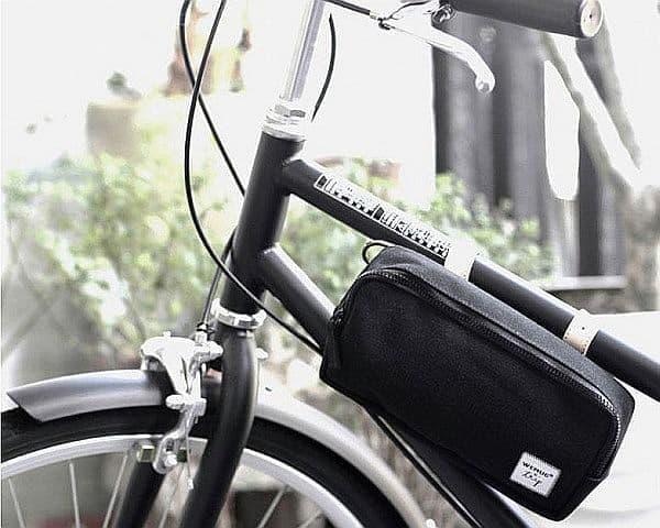 フレームなどに取り付け可能な「BICYCLE BAG」