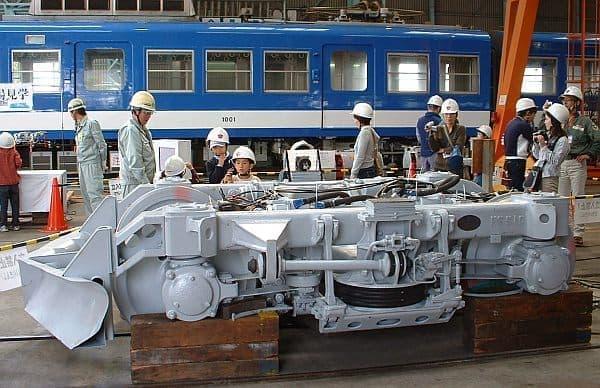 電車修理工場見学の模様