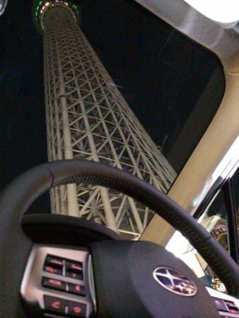 運転席からは空しか見えない?