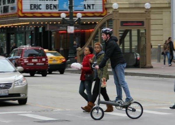 「Occam Cycle」は、駅からオフィスまでの「ラストマイル」移動向けの乗り物