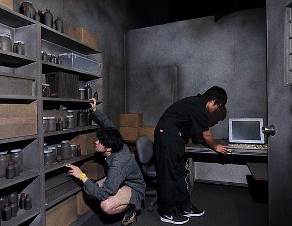 参加者は要塞内で、隠された手掛かりを探る