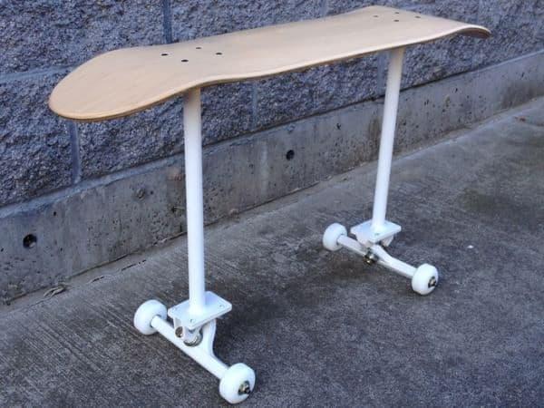 スケートボード型のベンチ「Emery Skatebench」