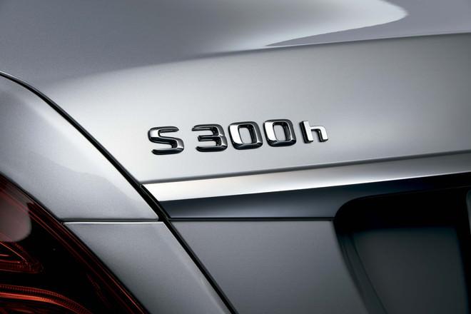 S 300 h バッジ