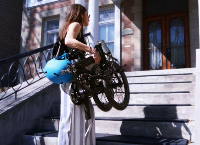 12.9キロなら女性でも、自転車を持って階段をのぼれる
