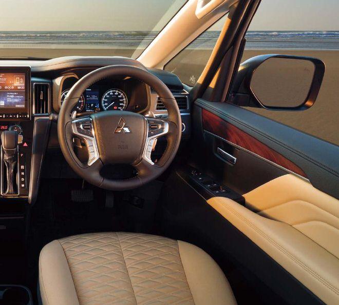 新型デリカD:5 ドライバーズシート