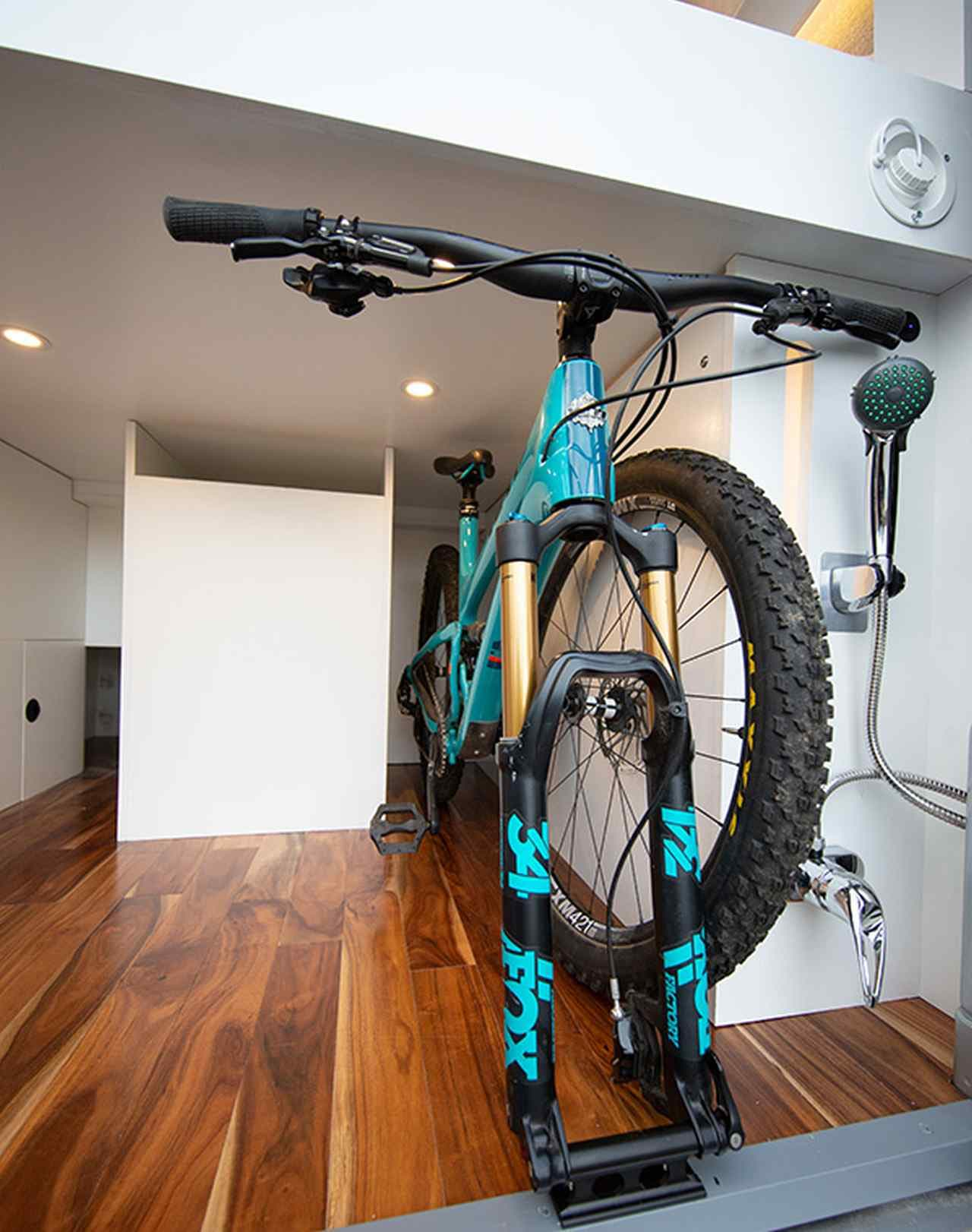 ベッド下収納には自転車を収納できます