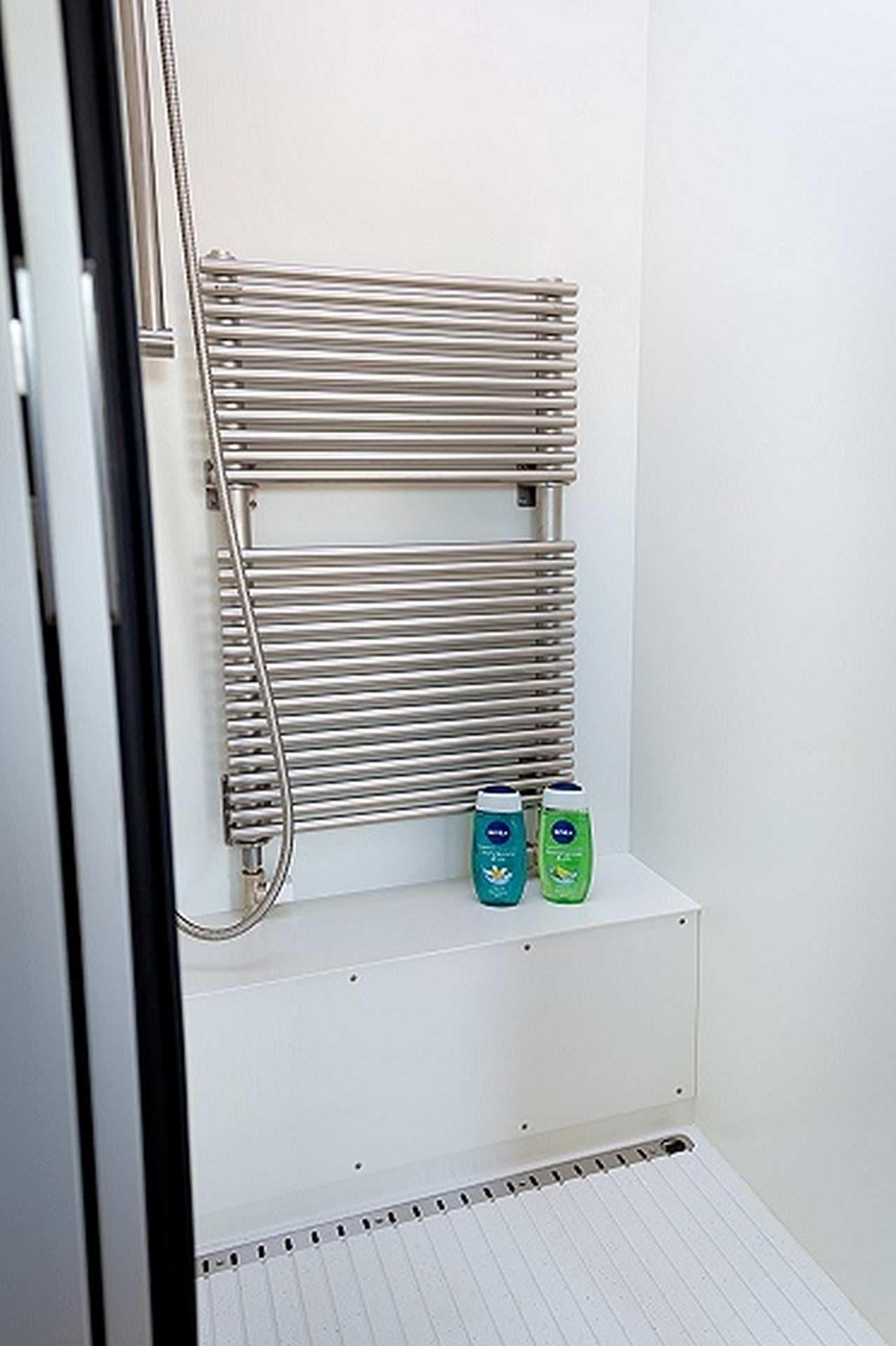 シャワールーム  お湯をふんだんに使えます