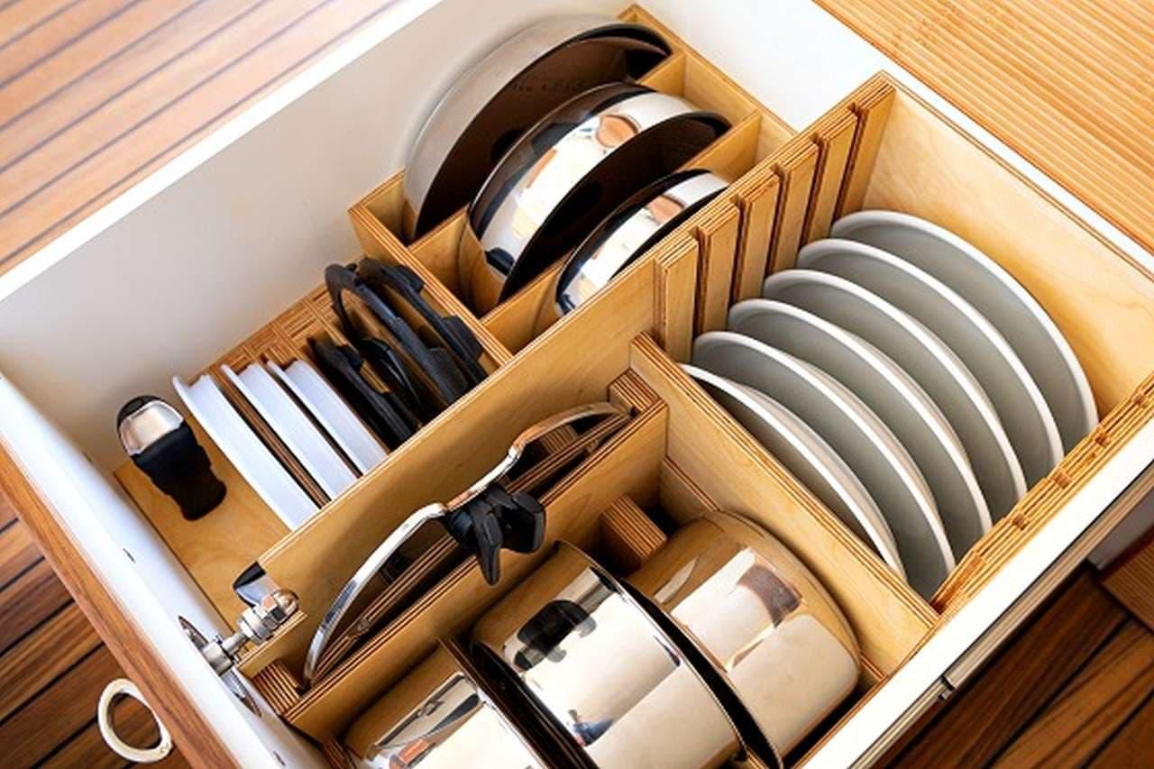 食器棚の引き出し内部(使用例)